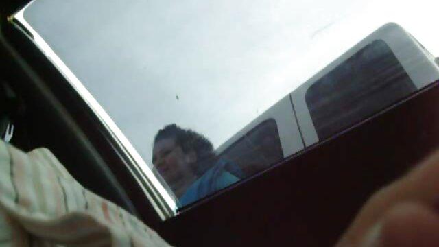 موی سرخ 18 ساله داغ در کانال سوپر وسکسی دوربین خودارضایی می کند