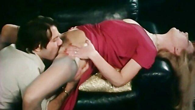 ناچو از آنا ریبرا به بازیگر سوپر گروه تلگرام سکسی زن حمله می کند