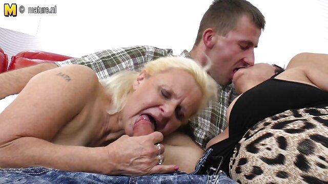 من لینک کانال تلگرامی فیلم سکسی عاشق برهنه بودن هستم در حالی که با کیرگولوی خود بازی می کنم